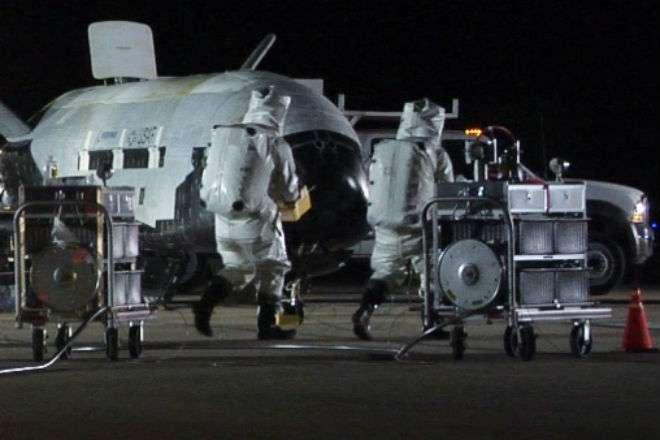 Секретный военный шаттл пробыл на орбите целый год -3 фото + видео-