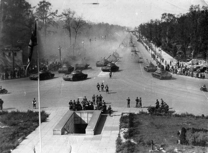 Парад Победы в Берлине 7 сентября 1945 года-6 фото-