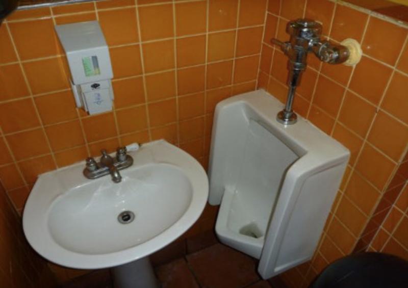 Дизайнер слегка облажался: 20 примеров самого идиотского дизайна туалетов-19 фото + 2 гиф-