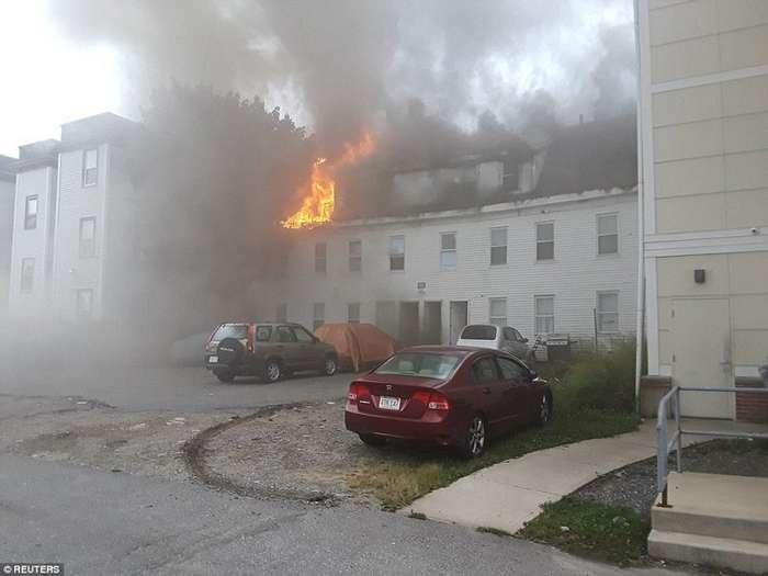 В США из-за утечки газа прогремели взрывы почти в 70 домах-12 фото + 2 видео-