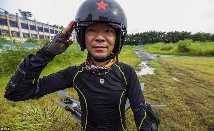Китайский изобретатель собрал своими руками летающий мотоцикл-4 фото + 1 видео-