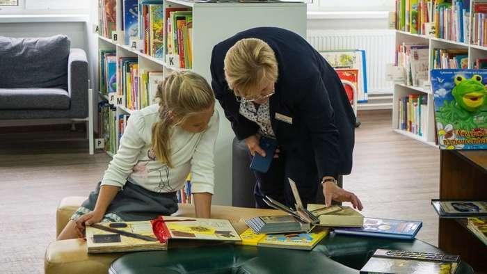 Библиотека где дети играют в футбол, а пенсионеры хватаются за голову-20 фото-
