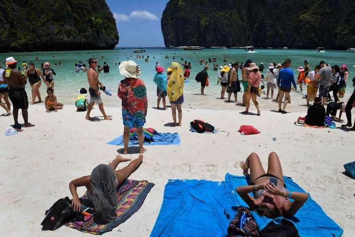 Знаменитый пляж из фильма с ДиКаприо закрыли, чтобы спасти от нашествия туристов