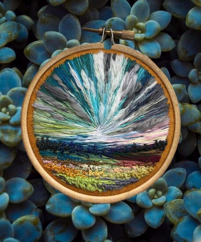 Когда у художника вместо кистей и красок в руках иголка с нитками