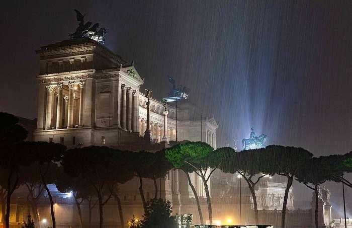 Замерзающий Рим: итальянскую столицу залило водой и завалило градом