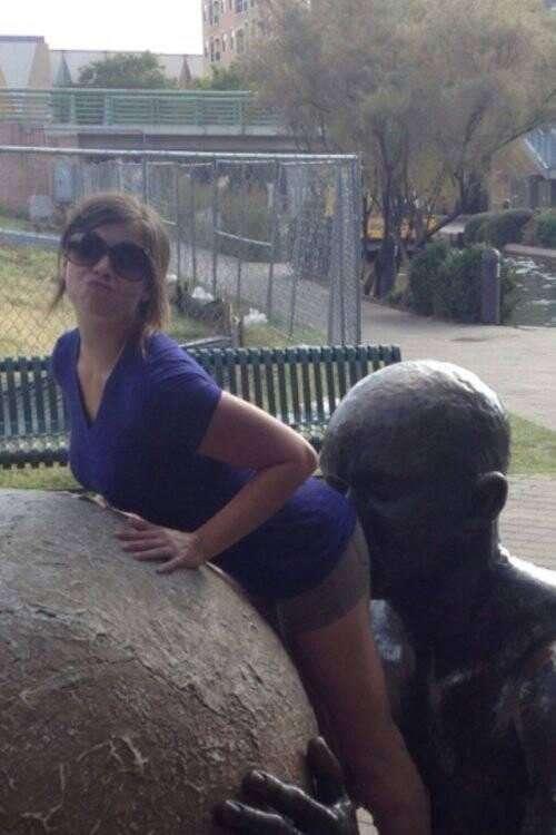 25 приколистов, без которых было бы скучно смотреть на статуи