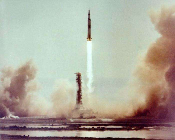 Эта теория заговора говорит о том, что сапоги астронавтов не соответствуют следам на Луне -12 фото-