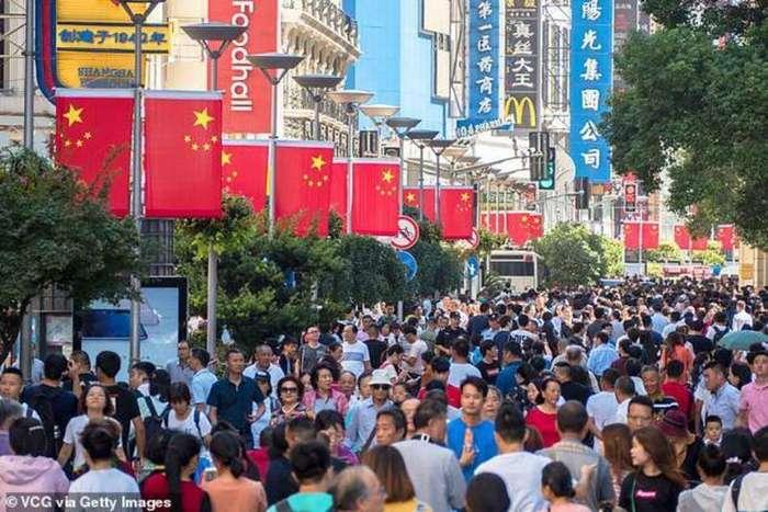 Как выглядит -живая китайская стена- для регулировки движения в Шанхае-3 фото + 1 видео-