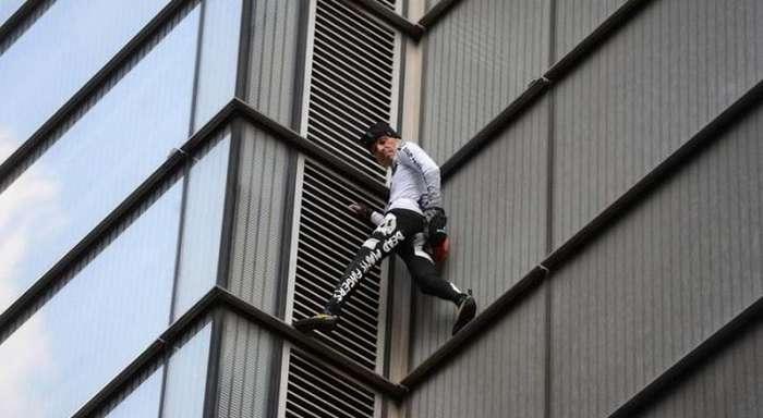 -Человек-паук- Ален Робер вскарабкался без страховки на самое высокое здание в Лондонском Сити-8 фото + 1 видео-