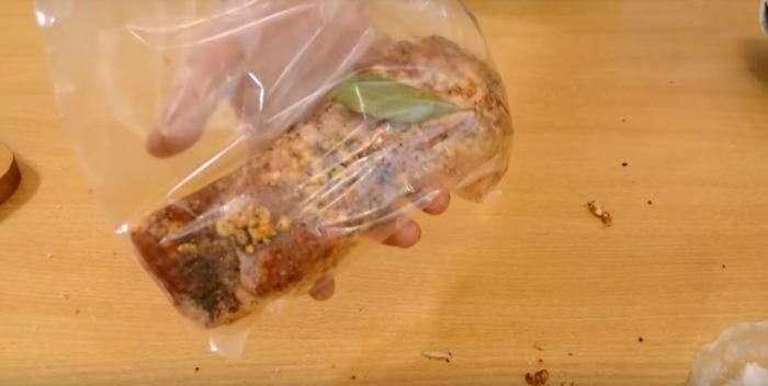 Вкуснее не бывает: бесподобный рецепт сала, вареного в пакете