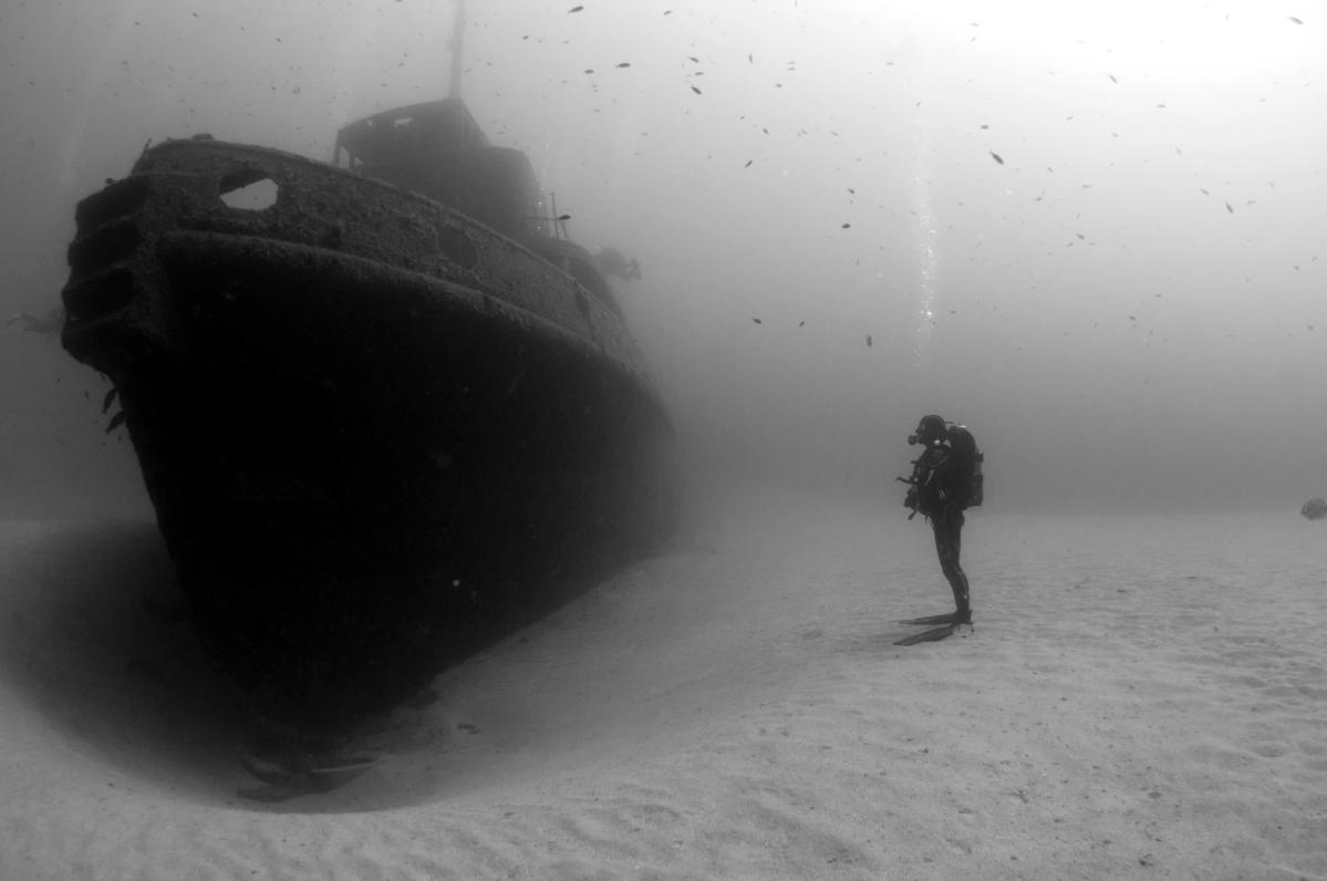 Пост из-под воды: затонувшие корабли и не только