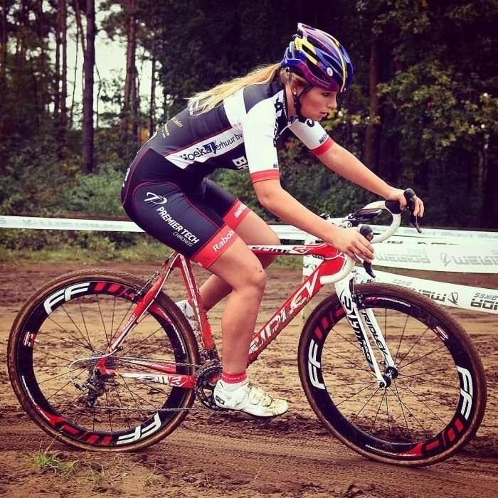 Пак Мунен - очаровательная велосипедистка из Голландии