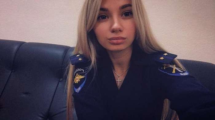 Вы имеете право хранить молчание: девушки с наручниками