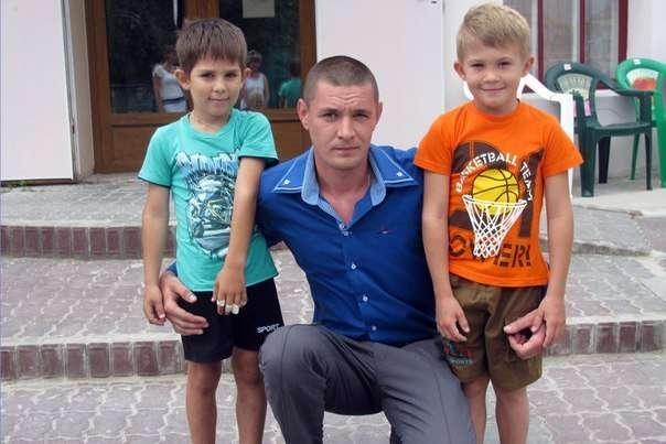 Не умеющий плавать мужчина спас двух тонувших детей