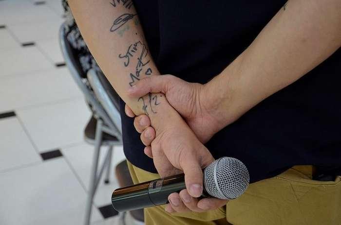 Студент из Екатеринбурга выставил на аукцион свою кожу с автографами рок-звёзд-6 фото-