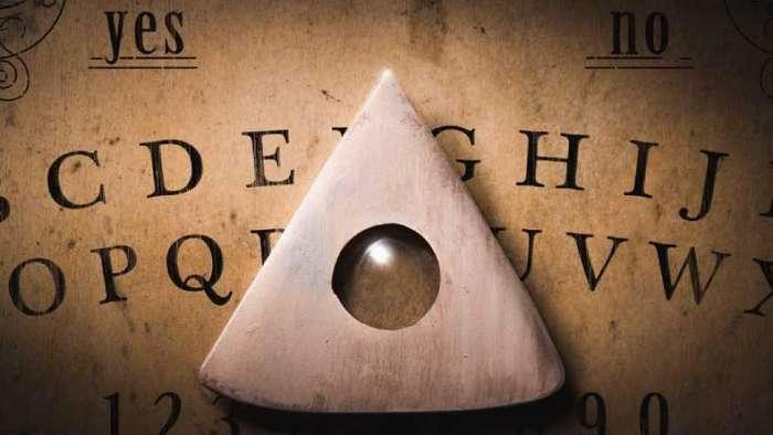 Так ли безвредна спиритическая говорящая доска Уиджа? Реальные истории