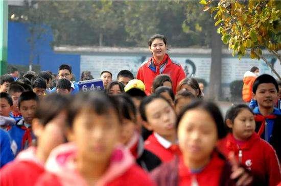 Самая высокая девочка в мире: В 11 лет китаянка имеет рост 210 см (8 фото)