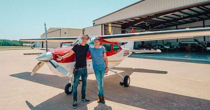 Два подростка угнали самолет и перелетели из города в город-3 фото-