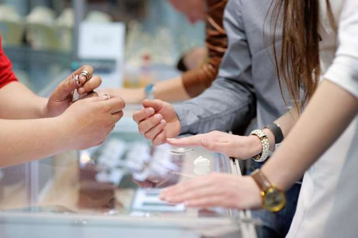 Истинные причины, по которым люди покупают предметы роскоши, даже если их бюджет ограничен