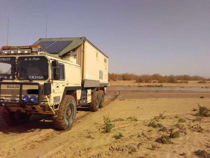 Морской контейнер установили на военный грузовик MAN и получился отличный экспедиционник-10 фото-