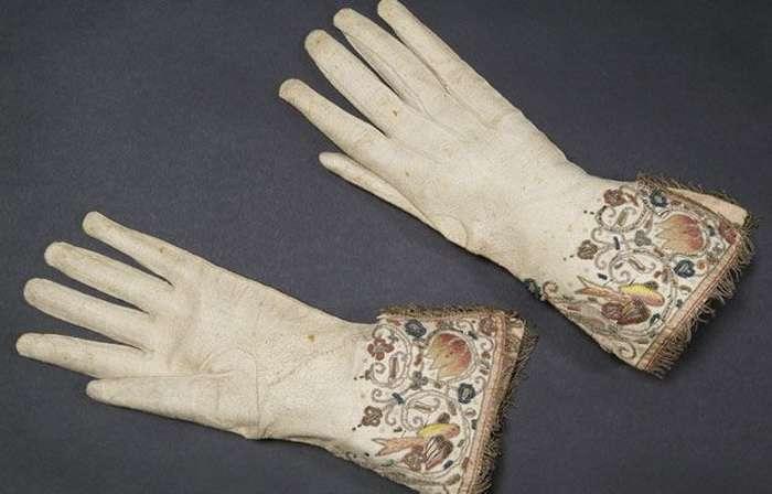 История появления перчаток