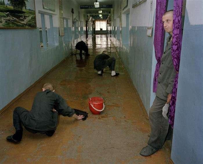 Жизнь малолетних заключенных в колониях Сибири