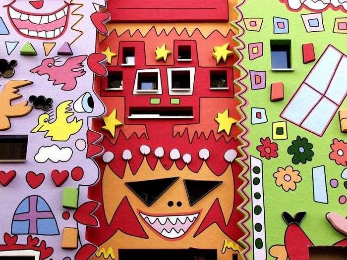 Самый -счастливый дом- в мире вызвал бурю негодования: почему горожане протестовали под его стенами