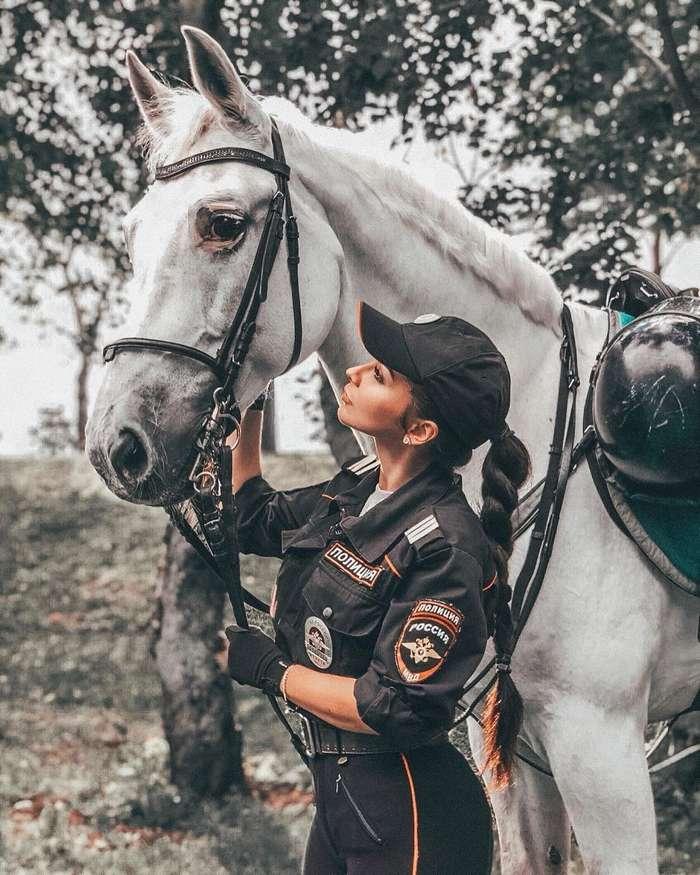 Из-за леса выезжает конная полиция: премьера - не репетиция