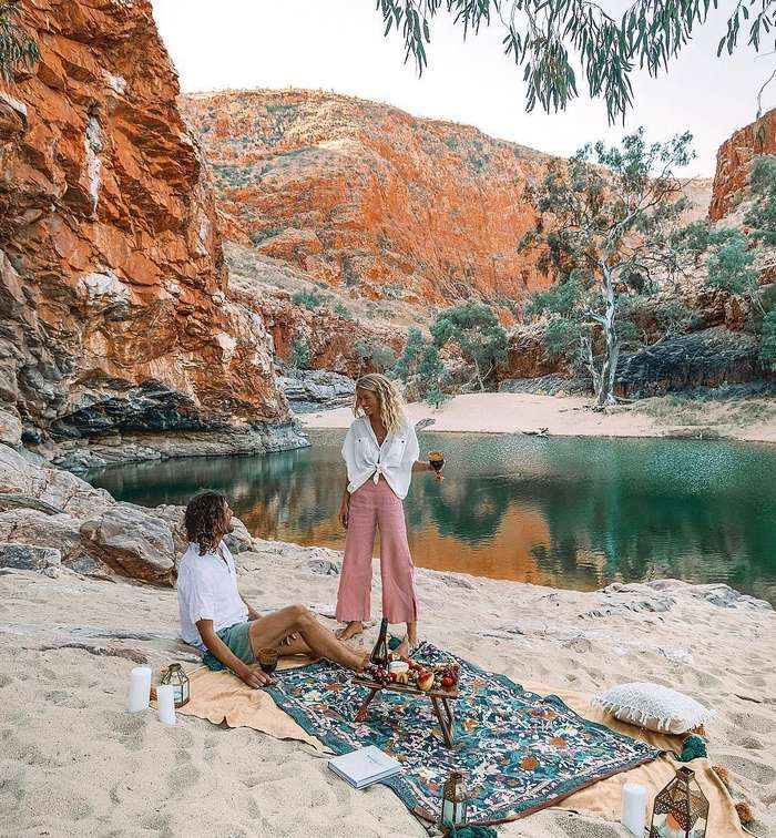 Пара путешествует по Австралии и благодаря подписчикам построила винную империю