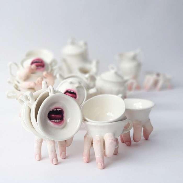 Чашки с пальцами и ртами: керамическая жуть
