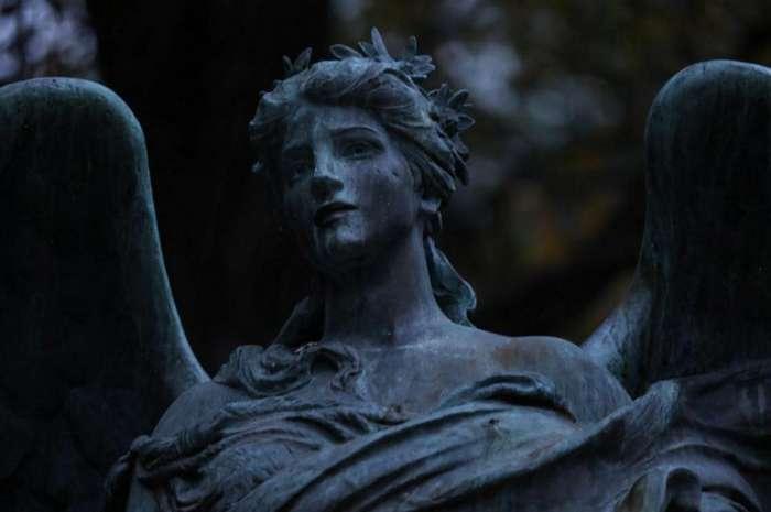 Легенды о черных ангелах: что скрывают странные скульптуры на кладбищах