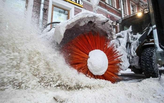 На уборку снега с российских улиц вышли первые беспилотники-5 фото-