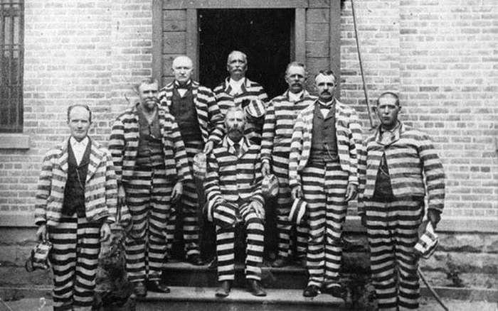 Почему тюремная форма полосатая?