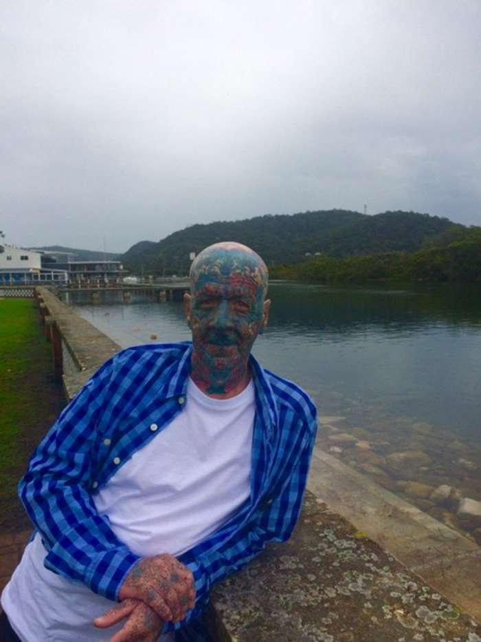 63-летний австралиец с тату на лице призывает людей -никогда не судить о книге по ее обложке-