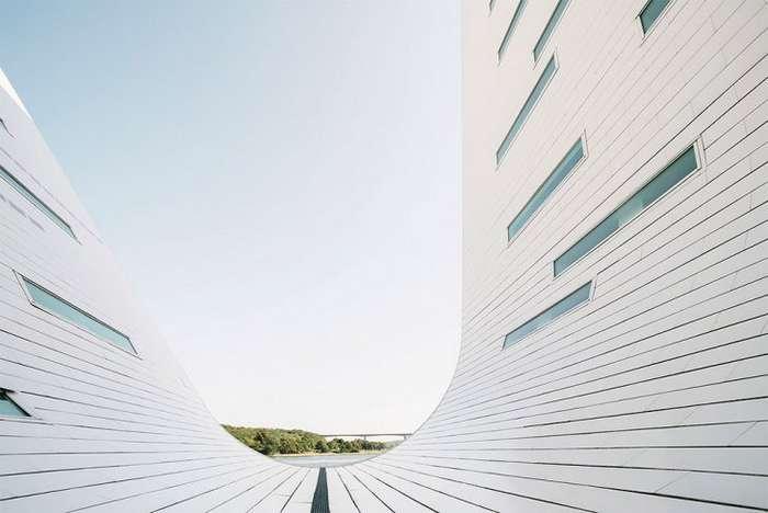 Необычные волнообразные жилые дома в Дании