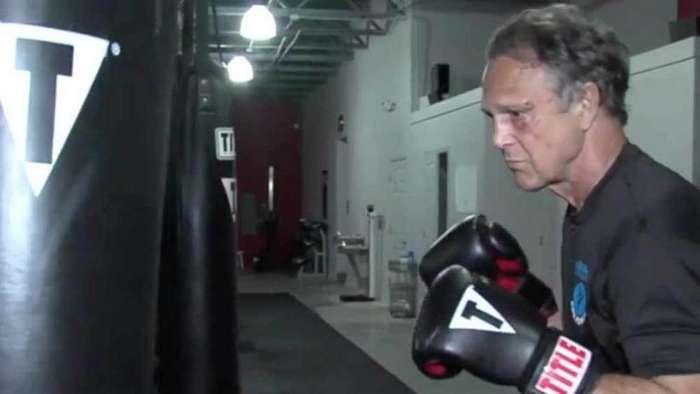 Выбрал не того пенсионера: грабитель напал на чемпиона мира по кикбоксингу