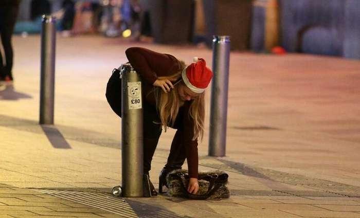 Весело и пьяно: как встретили Рождество британские тусовщики-23 фото-