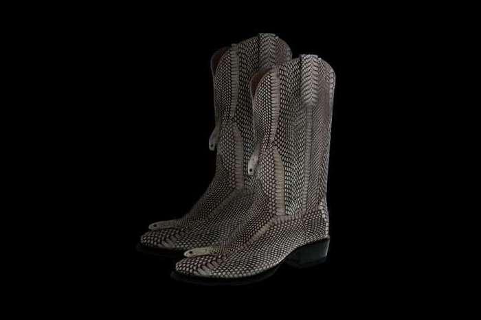 Туфли, кошелек или жилет? 10 самых странных предметов из человеческой кожи -9 фото-
