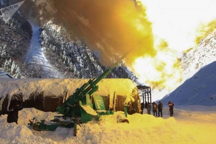 Сход лавин на Транскавказской магистрали: фото о снежном кошмаре-13 фото-