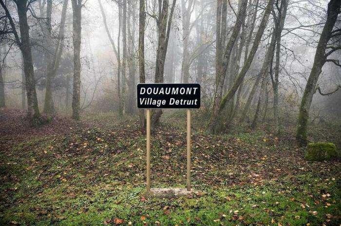 Зона отчуждения по-французски: Почему уже 100 лет одно место в цветущем Провансе обнесено забором с колючей проволокой
