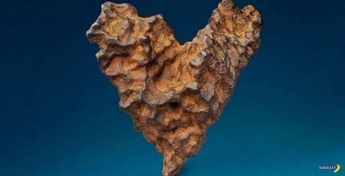 Метеорит в форме сердца выставлен на аукцион