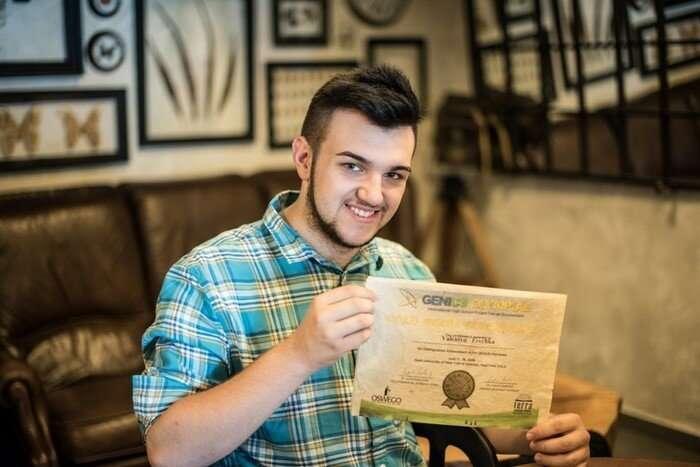 Школьник из Закарпатья придумал, как делать бумагу из листьев, и получил за это золото в США-6 фото-