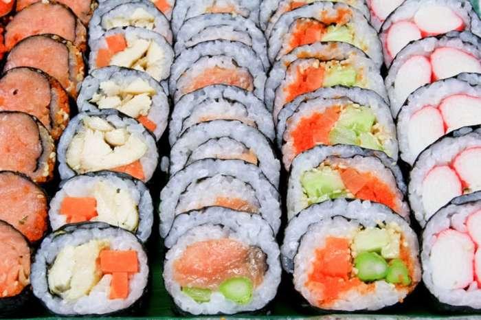Сомнительное удовольствие: 8 блюд, которые не стоит брать со шведского стола