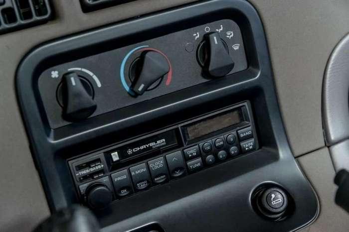 Новый Dodge Viper первого поколения 1992 года продается на eBay-26 фото-