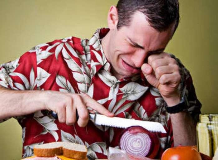 Как нарезать лук без слез? Простой метод от знаменитого шеф-повара