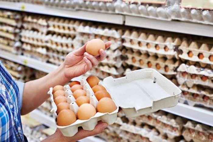 Белое или коричневое: есть ли отличия у куриных яиц разного цвета