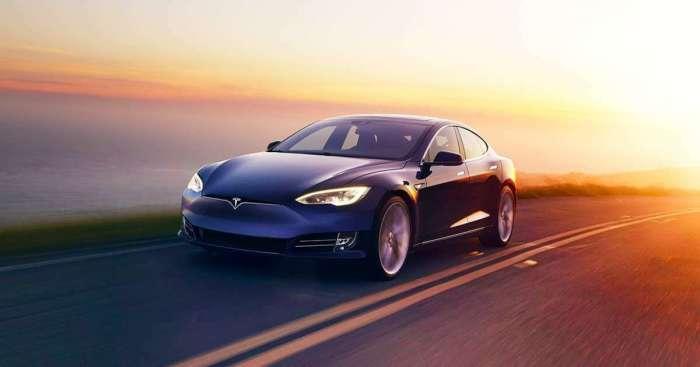 «Не спать!»: 5 случаев, когда автопилот Tesla спас своих водителей