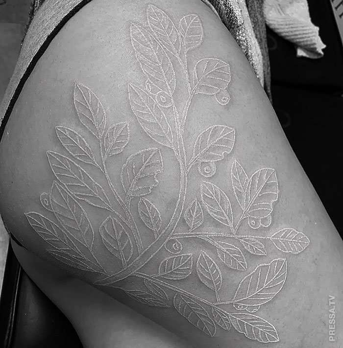 В моду входят белые татуировки