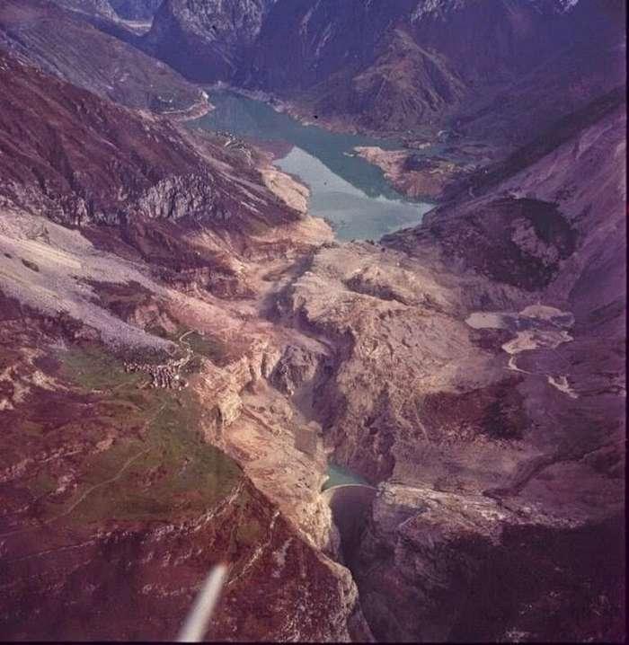 Плотина Вайонт в Италии: почему пришлось спустить водохранилище и бросить новую дамбу                      Интересное