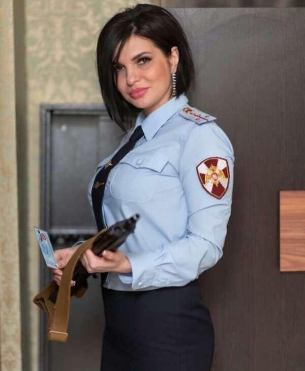 Красивые русские девушки в форме                      Интересное